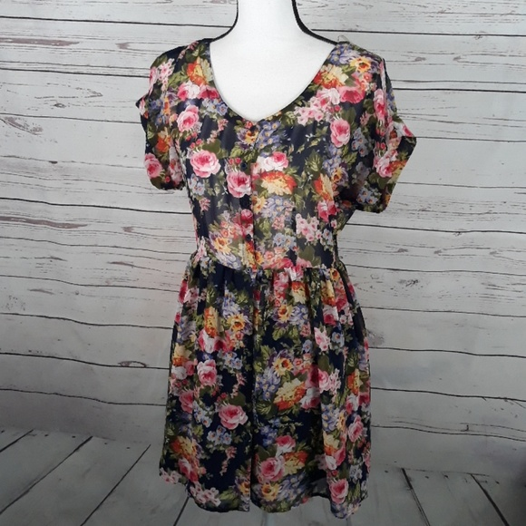 Forever 21 Dresses & Skirts - FOREVER 21 floral button front sheer dress medium
